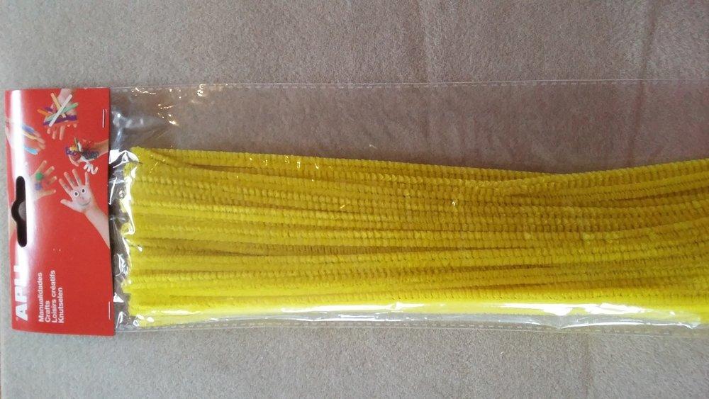 Chenilledraad 30 cm lang  Kleur: geel  Aantal: 50 stuks