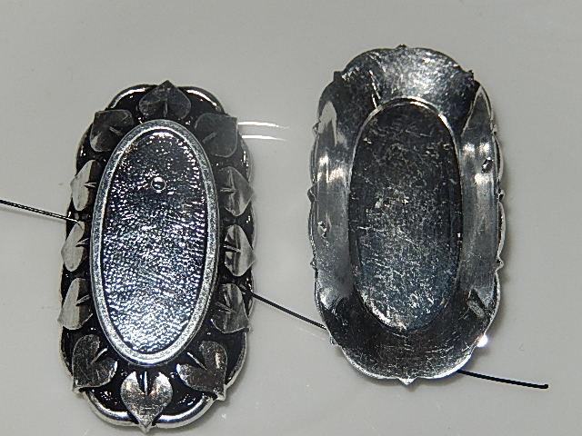CZM003O25 Metalen tussenkraal met zetting voor ovalen cabochon / camee van 25x11 mm 1 st zilverkleurig