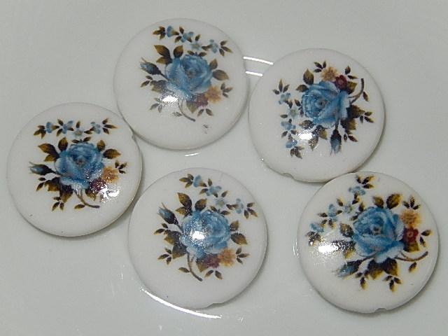 KRK107P21 Kunststof kraal 5 st wit met bloemen rond plat 21 mm
