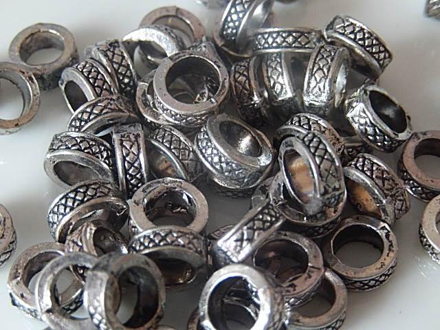 M0203 Tibetaans zilveren tussenkraal 1 st rond plat 4x9 mm