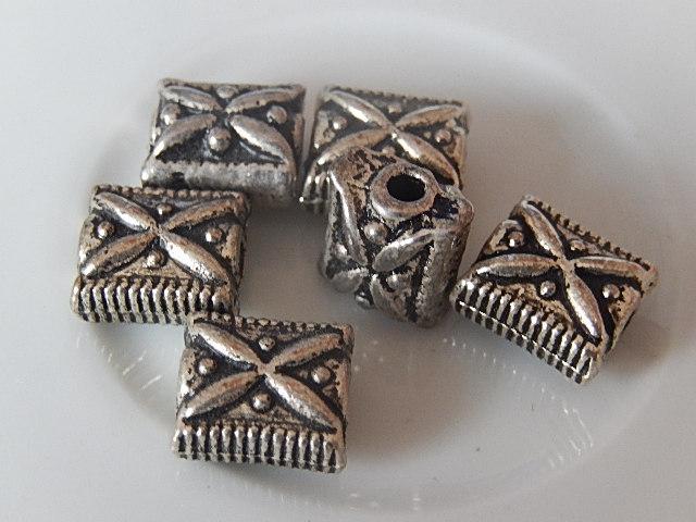 M0208 Tibetaans zilveren kraal 1 st tegel 11x9x7 mm