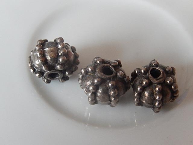 M0210 Tibetaans zilveren kraal 1 st rond 8x10 mm