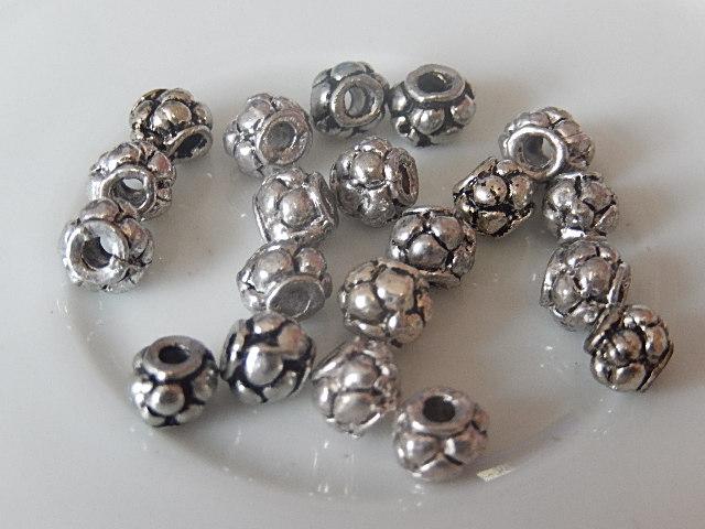 M0218 Tibetaans zilveren kraal 1 st rond 5 mm