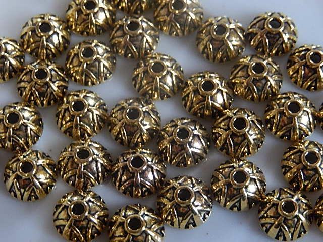 KK30122 Tibetaans goudkleurig kralenkapje 1 st 4x9 mm