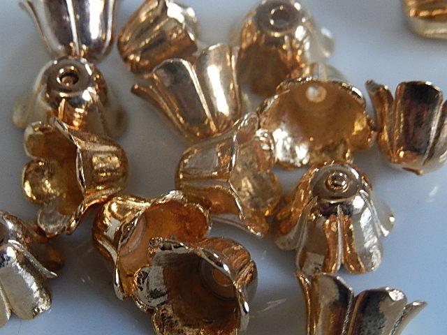 KK30124 Goudkleurig kralenkapje of eindkapje 1 st 10x15 mm