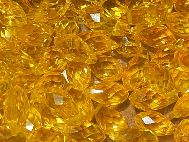 T7005 Tsjechische glaskraal teardrop 12x6 mm facetgeslepen geel
