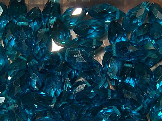 T7013 Tsjechische glaskraal teardrop 12x6 mm facetgeslepen turquoise