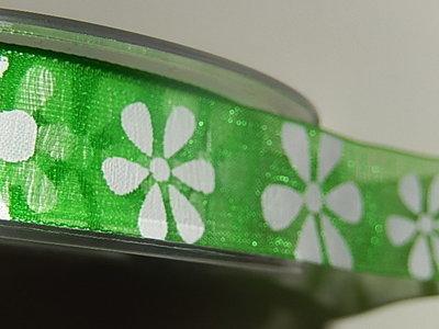LO1800 Organza lint 18 mm breed groen met witte bloem
