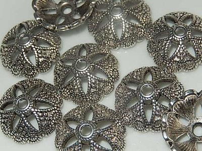 KK00127 Tibetaans zilveren kralenkapje 1 st 6x20 mm