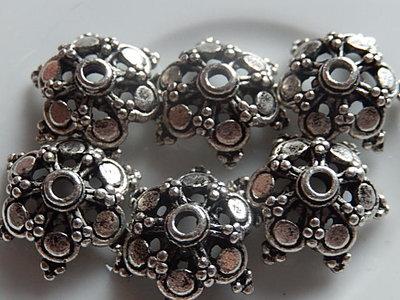 KK00109 Tibetaans zilveren kralenkapje 1 st 6x15 mm
