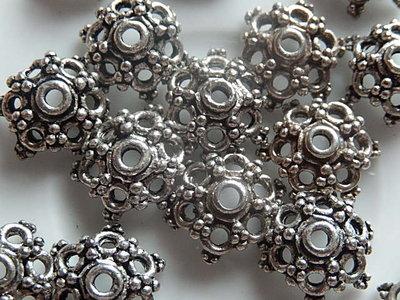 KK00112 Tibetaans zilveren kralenkapje 1 st 4x13 mm