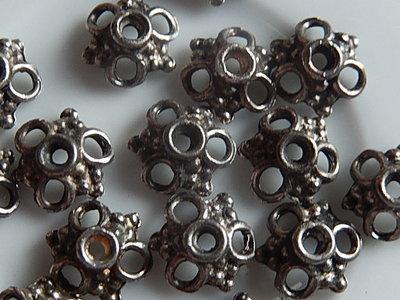 KK00113 Tibetaans zilveren kralenkapje 1 st 4x10 mm