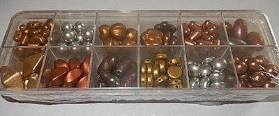 T0102 Verzameldoosje preciosa kralen koper,goud,zilver mat