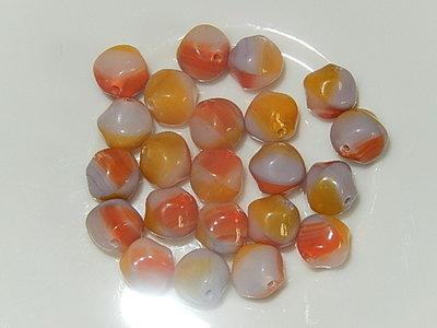 B2324 Tsjechische glaskraal grijswit met mosterdgele en oranje vlakken bicone 8 mm