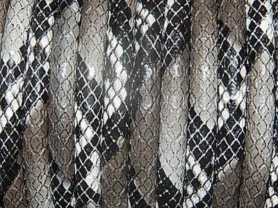 DRL002R60 PU imitatieleer gestikt 20 cm grijs/zilver slangeleer 6 mm